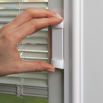 Easy_to_Operate_Blinds_in_glass